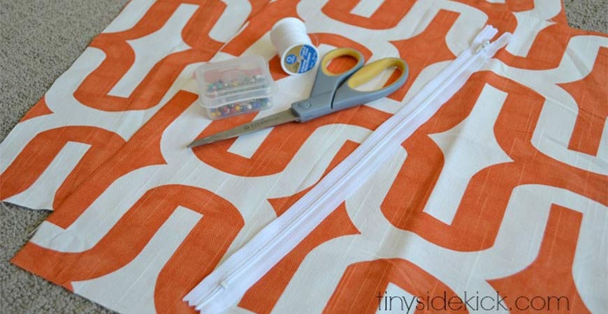 Simple zippered pillow cover diy project