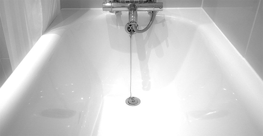 No more scrubbing needed when cleaning your bathtub with Wet & Forget Shower!