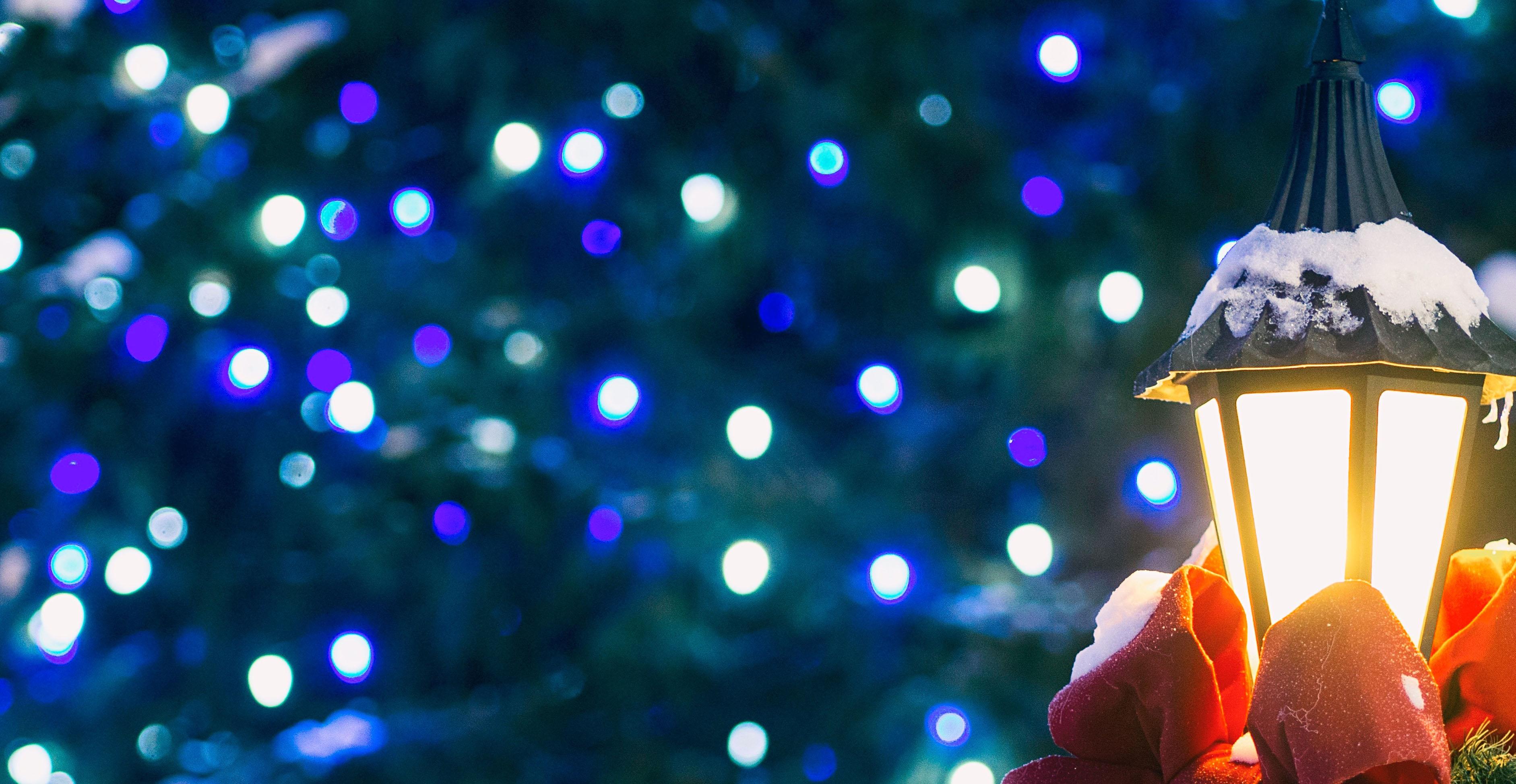 tips to hanging Christmas lights outside