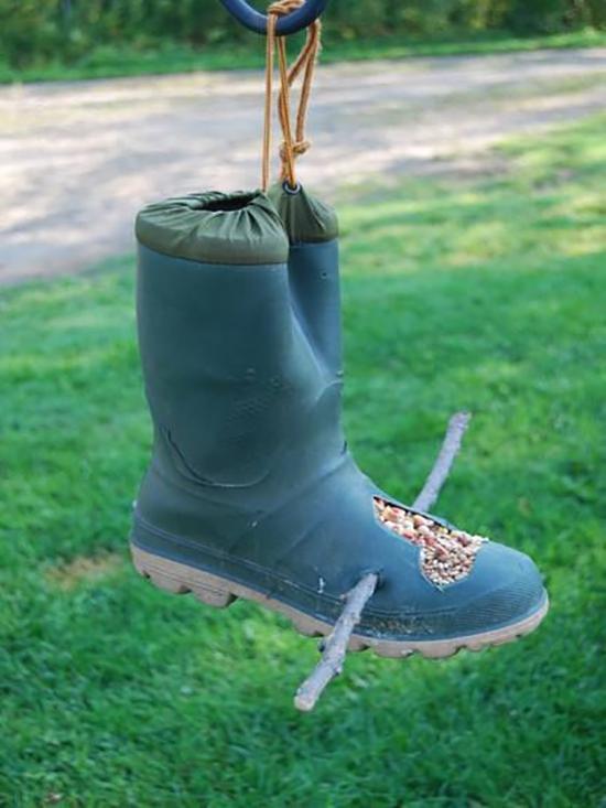 Rain-boot-bird-feeder