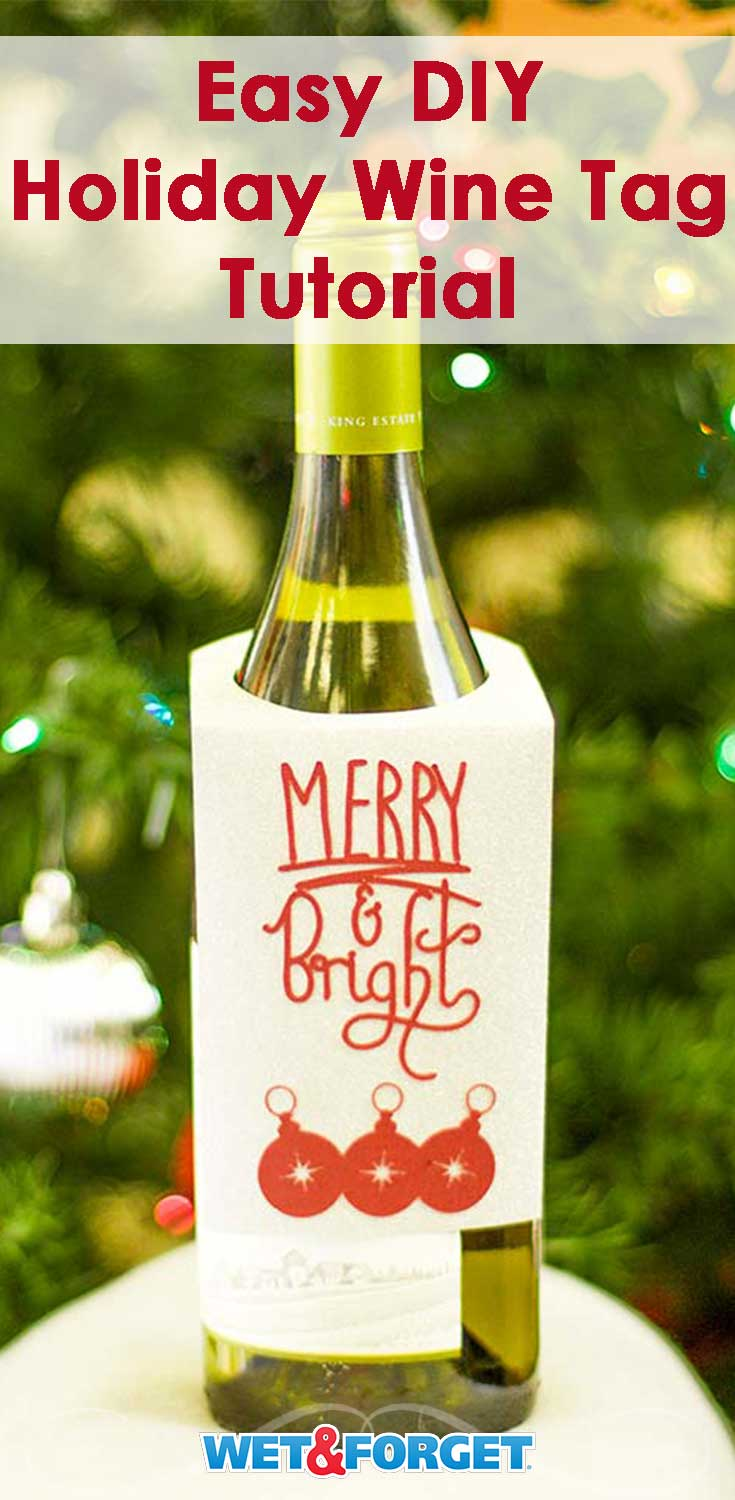 Are you giving wine this holiday season? Decorate your bottle with this nifty DIY holiday wine tag!