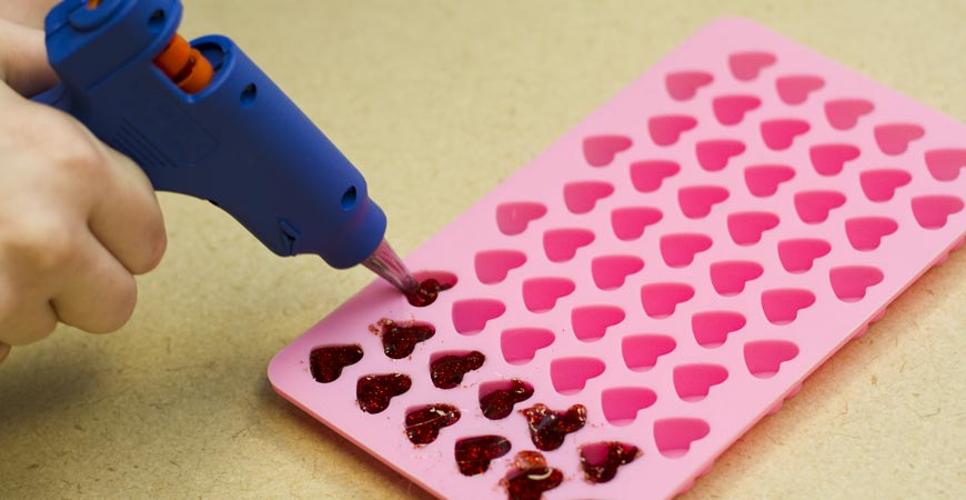 Fill each heart mold with mod melts.