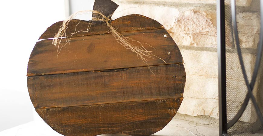Your new rustic pallet pumpkin will make a beautiful addition to your farmhouse Thanksgiving decor.