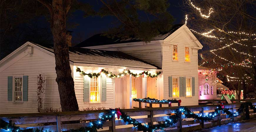 5 handy tips to hanging christmas lights outside plus storage ideas
